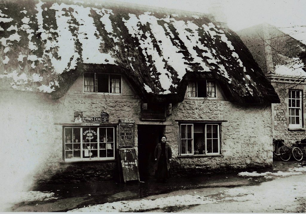 The thatched shop circa 1940s - courtesy of Shrivenham Heritage Society