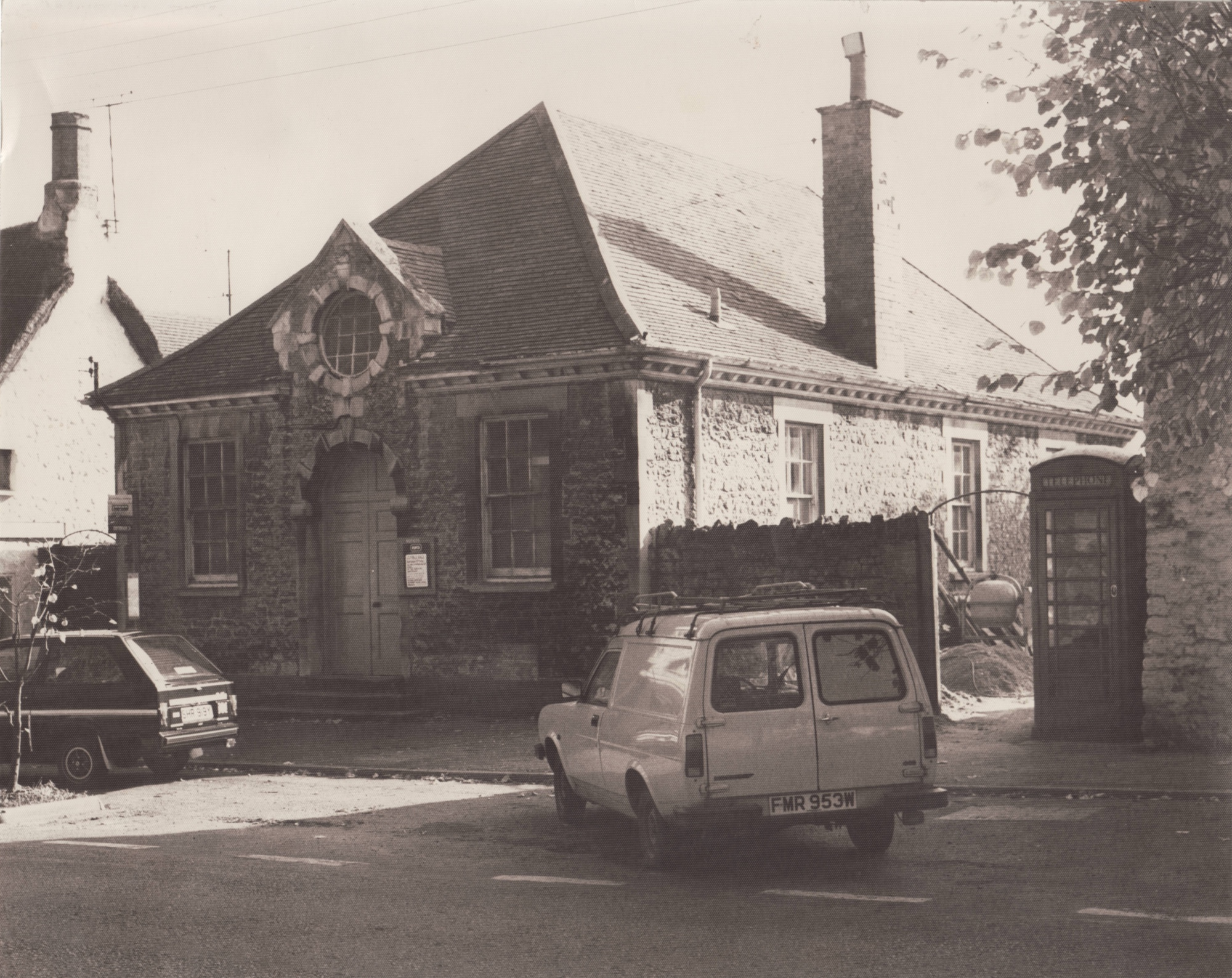 Black & White photo of the Institute probably from the 1980s
